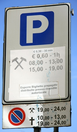parking sign in Italy