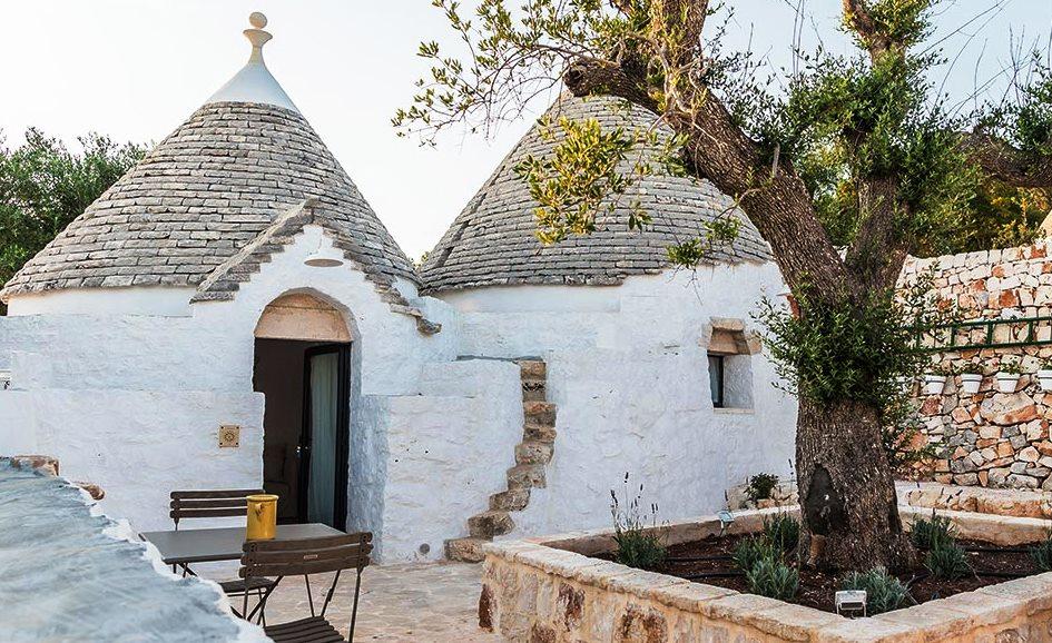 Trullo with patio in Puglia