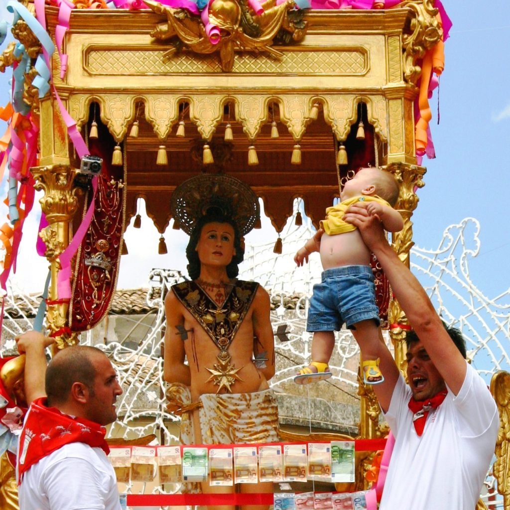 The San Sebastian celebrations are among the best festivals in Sicily and  a perfect tour for families in Sicily, as well as seeing the Onion Festival
